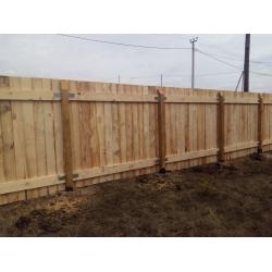 Забор сплошной из доски высотой 2 метра под ключ