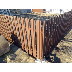 Забор из металлического штакетника, евроштакетника